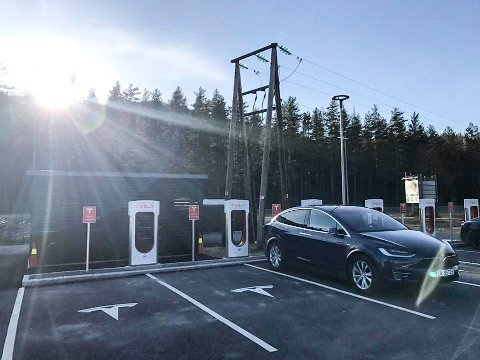 Elbil: Avgiftsøkning på de største elbilene kan føre til at færre velger elbil i en tid med stort behov for omstilling og utskiftning av bilparken.