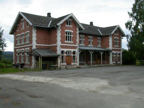 Gamle Ullerål skole blir ikke solgt med det første.