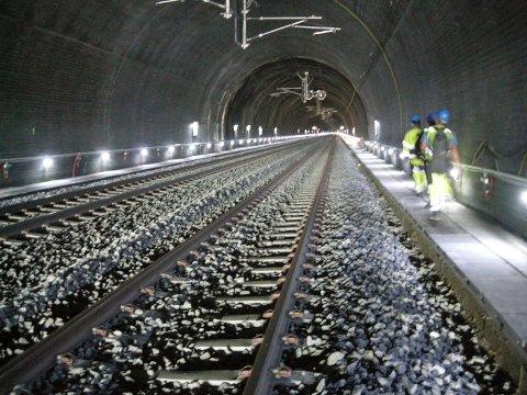 STORT PROSJEKT: Slik er det planlagt at den 23 kilometer lange tunnelen på Ringeriksbanen skal bli. Denne illustrasjonen er fra Bærumstunnelen, som er bygget på samme måte.