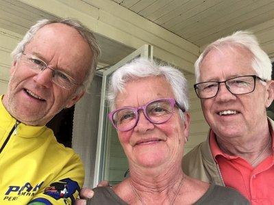 Namnam: - Annette og Peder severte skikkelige kjøttbullar med potatis, sallad og lingonsylt, skryter Inge i bloggen sin.