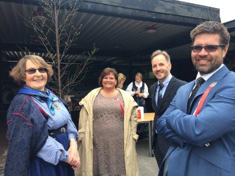 Rektor Helle Sagstuen (i midten) ved Ringerike Montessori møtte tidligere lærere og elever ved Stranden skole. Foto: Privat