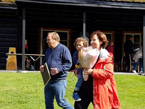 Vera og Tore Solheim fikk Utsiktenes pris 2017 for å ha vært vertskap i 11 år på Sørsetra.