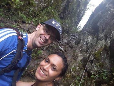 Det er ikke lurt å kaste noe fra toppen av Mørkgonga, konkluderer Svein Wilhelmsen og samboeren Paula Rodrigues etter turen de hadde denne uken.