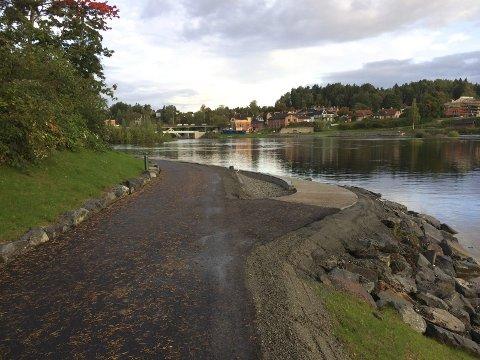 Ny gangvei langs Storelva.
