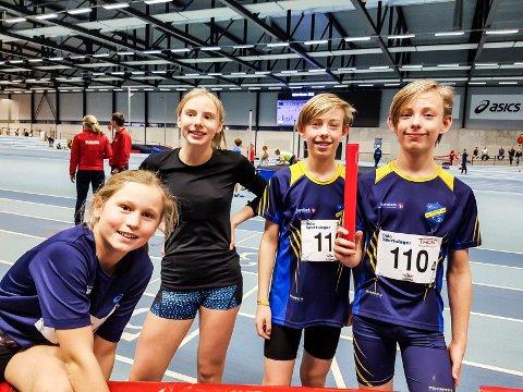 FIN START PÅ SESONGEN: Linnea Horni (J12) fra Tyrving og hekkeløpstalentet Hedda Berglund (J14) fra Vestby, sammen med RFIK-tvillingene Mindor Jensen og Valentin Jensen.