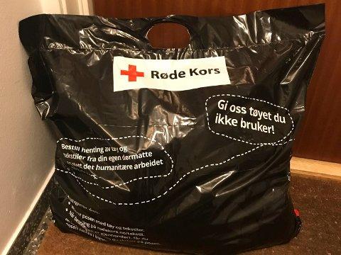 HENTER: Røde Kors henter klær du ikke har bruk for hjemme hos deg.