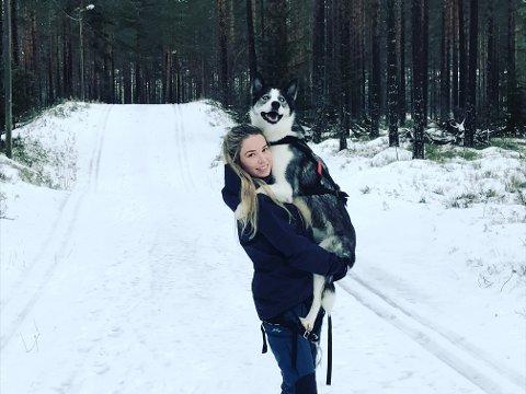 POPULÆR: Silje Roa har over 4.000 følgere på Instagram. Hun formidler positive øyeblikk i naturen, ofte sammen med hunden sin.