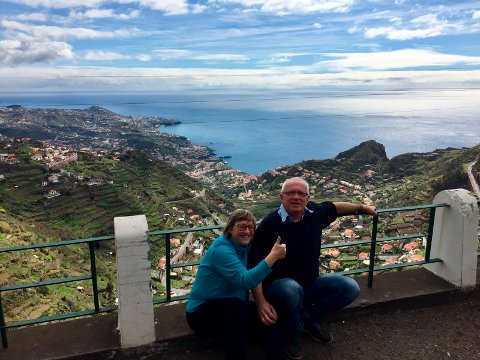 Turid Brekke Flaten og Ole Martin Flaten nyter livet på Madeira.