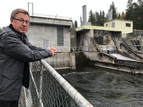 BERGERFOSS: Helge Bergstrøm er produksjonssjef i Ringerikskraft, og ansvarlig for reguleringen av vannstanden i Randsfjorden.