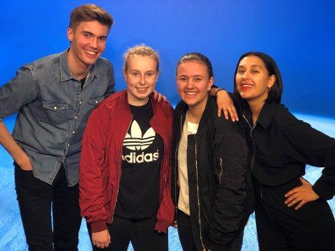 Emilie Fjelldal og Marie Eriksen i studio sammen med programlederne Selma Ibrahaim og Johannes Slettedal.