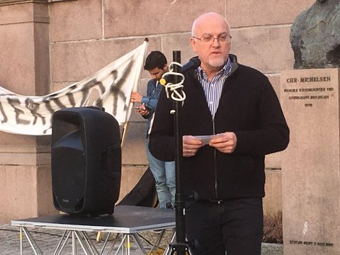 Holdt appell foran Stortinget: Pastor i Nytt liv Sunnhordaland, Frank Gunnar Håvik, forsvarte den afghanske småbarnsfamilien som sitter i kirkeasyl i Hønefoss.