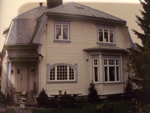 """Kong Ringsgt 12 fra boka """"Hus i Hønefoss"""" av Jo Sælleg."""