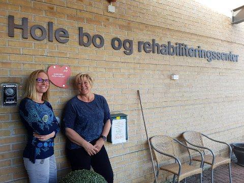 MED GLANS: Hole bo- og rehabiliteringssenter besto testen med glans. Her er hovedlivsgledeansvarlig Nina Hove (til høyre) og Martha Iren Øverli (konsulent/saksbehandler).
