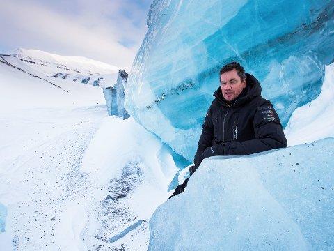 Fotograf Ole Jørgen Liodden advarer mot isbjørnjakt i ny, internasjonal fotobok.
