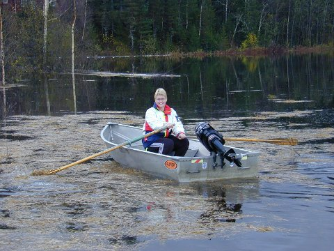 Siri Skistad i Soknedalen har under tidligere flommer vært nødt til å ta båt i bruk.