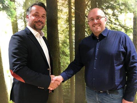 SAMMEN OM EKSPORT: Daglig leder Anders R. Øynes i Viken AT Market og daglig leder Kjetil André Rødland i Vestskog er godt fornøyde med samarbeidsavtalen.
