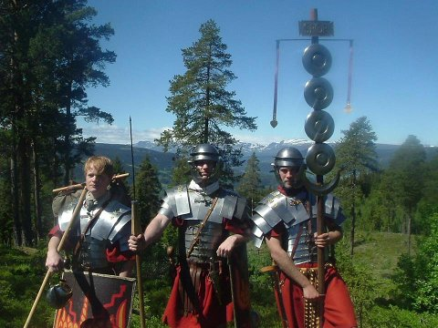 Legionærer: Disse romerske legionærene kan du møte på Veien Kulturminnepark søndag.