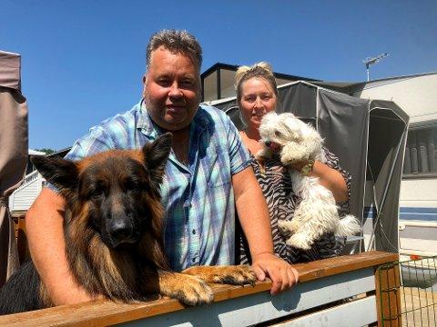 VOGN: Her i «Nedre Dollaråsen» bor ekteparet fra Asker med sine to hunder.