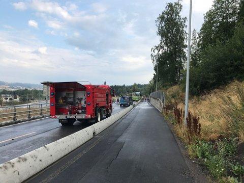 En buss og en personbil er involvert i en ulykke nord for Gran sentrum tirsdag morgen.
