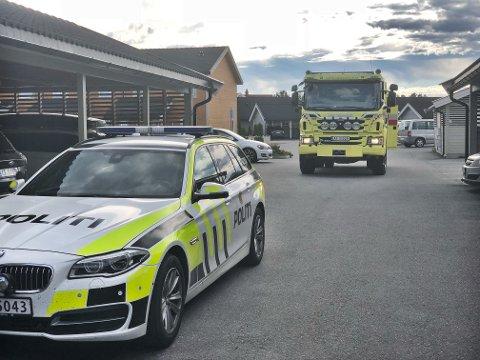 BRANN: Nødetatene rykket ut til en leilighet i Almebakken i Hønefoss søndag. Ved 18-tiden var brannen slukket.