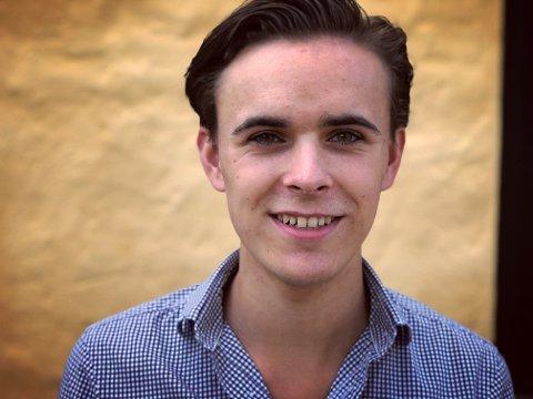 KREATIV: 20 år gamle Carl August Klevjer har kontroll på det meste i arbeidet med sin siste film. Han er regissør, manusforfatter, komponist, i tillegg til å være kostymeansvarlig.