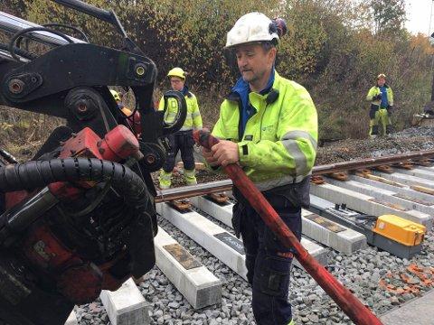 HOLDER LENGE: Sporvekselen har en levetid på minst 35 år. Norsk Jernbanedrift utførte jobben for Bane Nor.