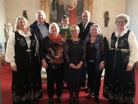 Foran fra venstre: Turid Aanestad, Anne Grethe Dahl, Eli Nilsen, Kari Torgersen og Sølvi Vold. Bak fra venstre: Ole Martin Hakvaag, Lena Rós Matthíasdóttir og Bjørn Ramton.