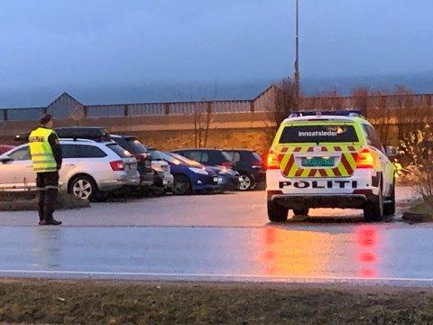 POLITI PÅ STEDET: Politi og ambulanse rykket ut til påkjørsel av en fotgjenger ved Vik torg.