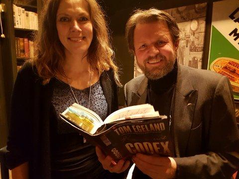 Tro og tvil: - Jeg skulle gjerne hatt en gudstro selv, sa forfatterTom Egeland til prost Kristin Moen Saxegaard.