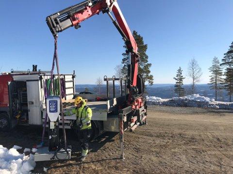 Nettservice har satt opp midlertidige ladestasjoner for elbil i påskefjellet.