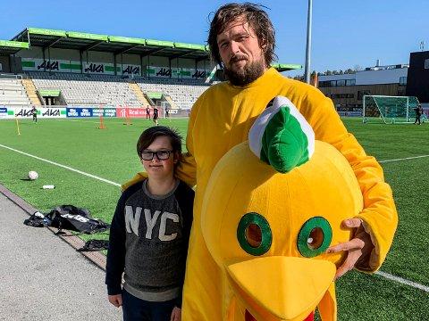 GODE MINNER: Noah (11) husker godt da pappaen var maskot på AKA Arena.