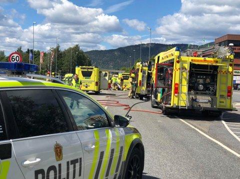 ALVORLIG: To personer ble alvorlig skadet i en ulykke i Drammen lørdag.