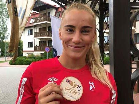 Elisabeth Hammerstad fra Hønefoss ble første kvinne til å spille 75 kamper for Norges beachhåndball-landslag.
