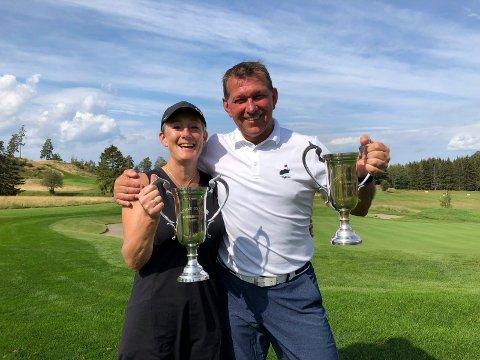 VINNERNE: Årets klubbmestere i Tyrifjord Golfklubb er Mette Kyrvestad Ljåstad og John-Magne Pedersen. De to vant også seniorklassene.