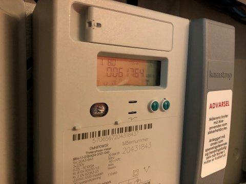 TELLER SAKTERE: Mildværet i januar betyr at strømregningene går ned.
