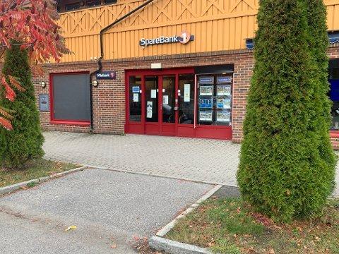 BANKEN STENGER I HOLE: Fra 1. desember vil ansatte ved kontoret i Hole være samlokalisert med ansatte i Hønefoss.