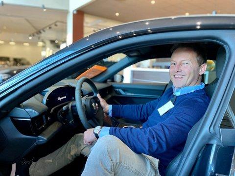 Per Halvor Prestmarken, Prestmarken bil i en Porsche som er stilt ut på Helgelandsmoen. Han bedyrer at han har like stor glede av å selge en bil til 50.000, som en til langt høyere pris.