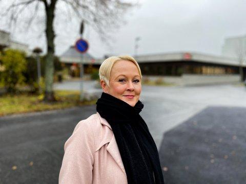 Marthe Bergli, kommuneoverlege, Jevnaker, ber folk om ikke å være fordømmende mot dem som får korona.