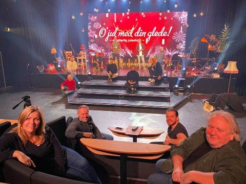 KLARE: Hege Kjørstad, Erik Stokke (foran) og resten av ensemblet i showet «O jul med din glede», gjør klart til premiere.