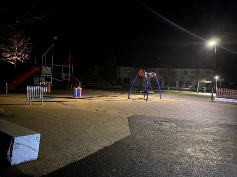 MØRKT: Det var mørkt i Jevnaker sentrum onsdag kveld.