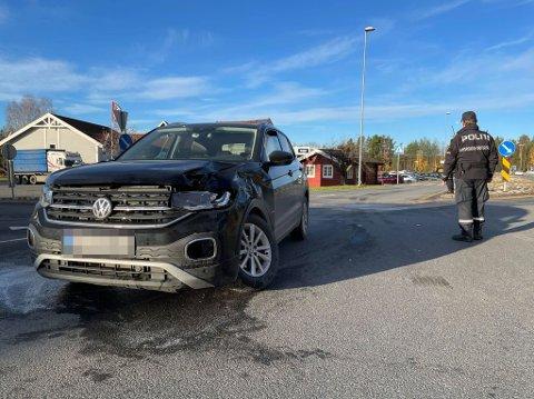 MÅTTE BERGES: Bilen hans måtte berges og sjåføren i 60-årene ble sendt til en sjekk på sykehuset etter en kollisjon med lastebil.
