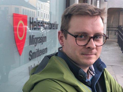 LETTET: - Vi har lavere skuldre nå, sier assisterende kommuneoverlege Christian Skari.