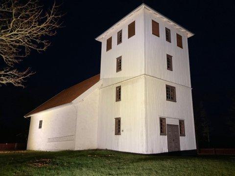 Bønsnes kirke i full flombelysning
