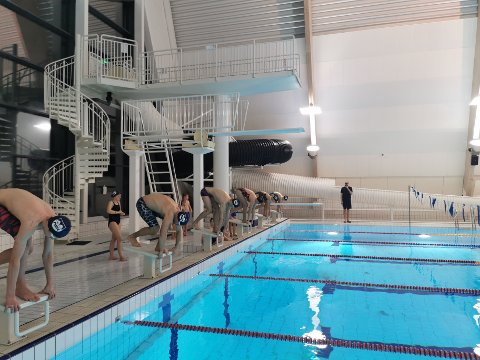 Over 30 lokale svømmere deltok på RSKs årlige jule-stevne Luciasvøm