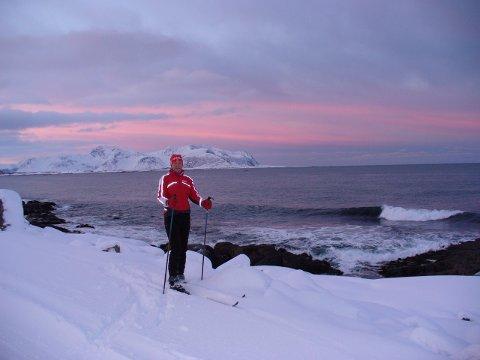NY OPPLEVELSE: Tine Bråten ute på skitur langs ramsalte bølger.
