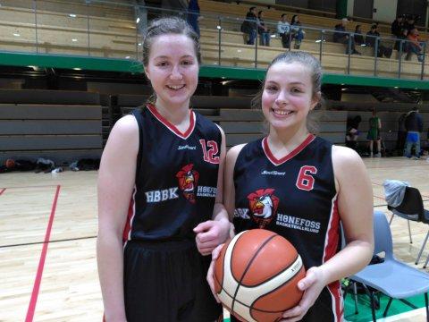 Helga Mjøs (venstre) og Malene Høllo: Lagetes to yngste spillere bidrar nå sterkt på laget.