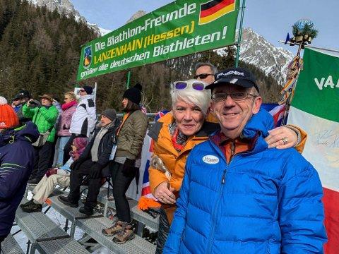 PÅ PLASS I ANTERSELVA: Jubilant Per Stenberg og kona Sissel på tribunen i skiskytter-VM. I helga fyller Per 60 mens han arrangerer tur for flere hundre norske tilskuere.