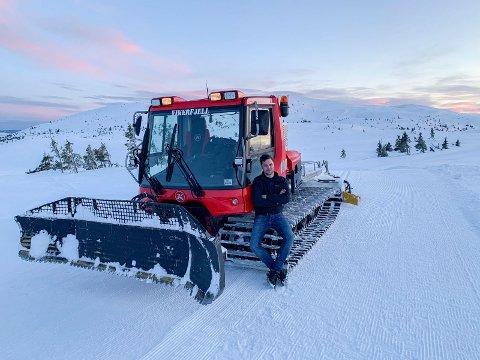 LØYPEKJØRER: Ole Ringerud jr har kjørt opp løyper på Vikerfjell.