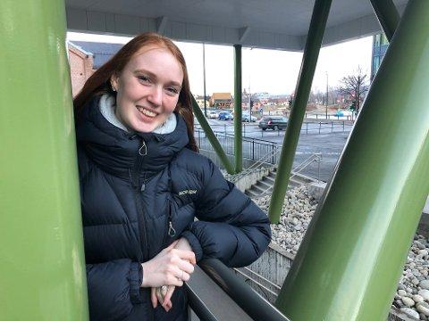 LIVET LYSER: Hanne Tronerud (20) ser tilbake på noen vanskelig år, med erfaringer hun vil ta med seg i rollen som lærer og mor.
