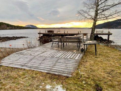Blir stående?: Fylkesmannen i Innlandet mener denne brygga kan få stå, under forutsetning av at allmennheten kan få bruke den.